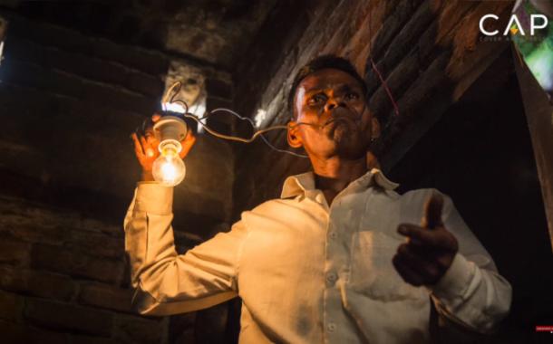 Isang 42 years old na lalaki, tinaguriang human light bulb sa India