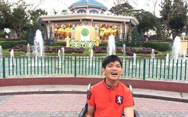 Lalaki sa Singapore na may cerebral palsy, nakalikha ng kaniyang sariling libro gamit lamang ang kaniyang paa
