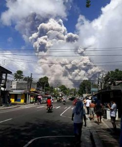 Mga residenteng biktima ng Bulkang Mayon, dadalawin ni Pangulong Duterte pagbalik mula sa India