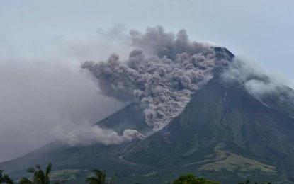 Mahigit 16,000 mga estudyante, apektado sa pag-aalburuto ng Bulkang Mayon