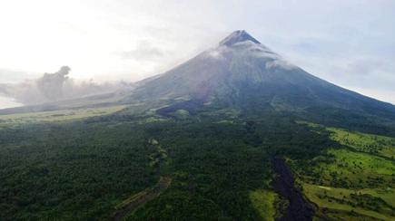 Mayon Volcano, oobserbahan sa loob ng 2 linggo para sa posibilidad ng pagbaba sa Alert level 2