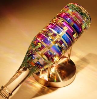 Reflective Glass sculptures likha ni Jack Storms