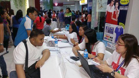 Halos 2,000 aplikante natanggap sa trabaho sa Independence Day Job fair ng DOLE