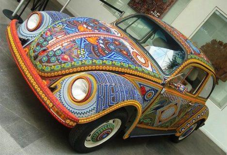 Volkswagen Beetle na pinalamutian ng higit 2-milyong Glass Beads