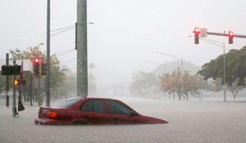Hurricane Lane, ibinaba na sa Category 1 habang nananalasa sa Hawaii
