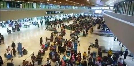 Mga stranded na OFWs sa NAIA, tatanggap ng 5,000 pisong cash aid mula sa Gobyerno