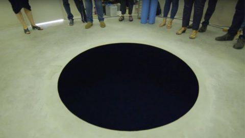Isang lalaki nahulog sa isang 8 ft. deep art installation sa Portgual dahil inakala niyang peke ito