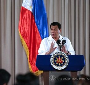 TELCOS , muling pinuna ni Pangulong Rodrigo Duterte sa pangit na serbisyo