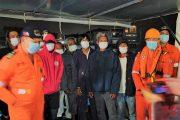 Mangingisda na sakay ng tumaob na bangka sa Pangasinan, nasundo na ng  Philippine Coast Guard