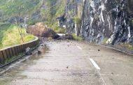 Ilang kalsada sa mga rehiyong dinaanan ng bagyong Rolly, sarado pa rin sa mga motorista
