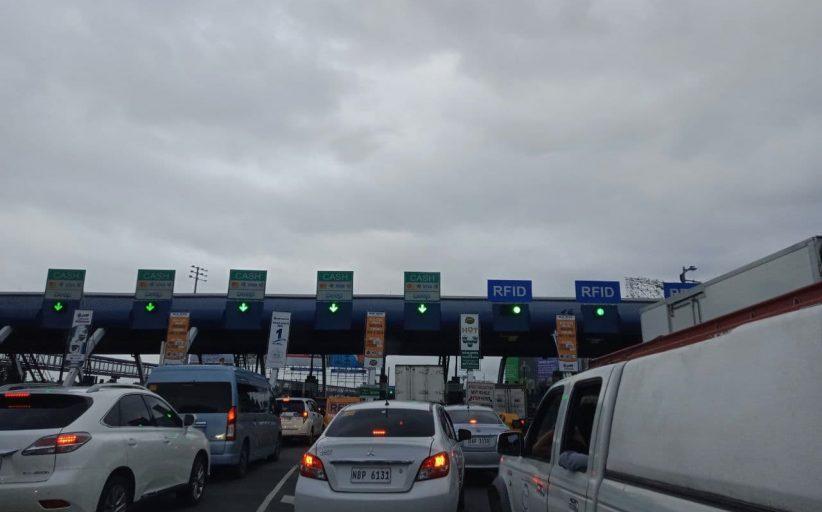 Pagkuha ng RFID ng mga motorista sa NLEX, nagdulot ng pagbigat sa daloy ng trapiko