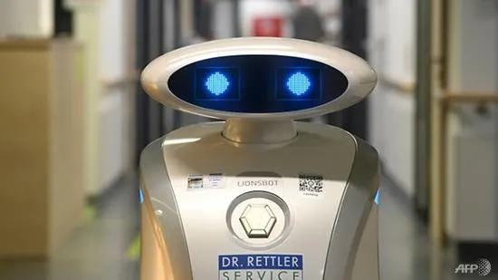 Robot na si Franzi, pinasasaya ang mga pasyente sa Germany