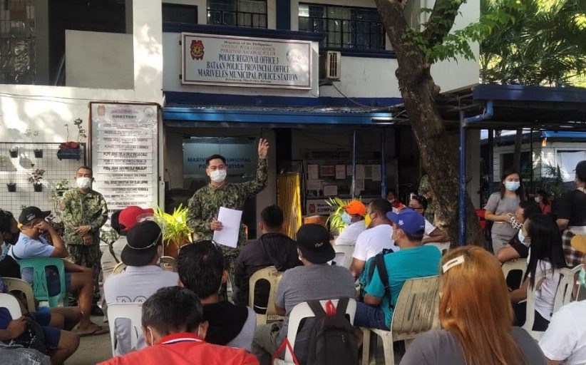 Mga dating nakulong dahil sa droga na nakalaya dahil sa plea bargaining agreement ng korte, pinulong ng PNP Bataan