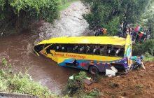 Bus nahulog sa ilog sa Kenya, 17 patay