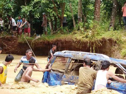 Metro Manila, binaha dahil sa malakas na ulan kaninang umaga.....Mga pasahero, stranded