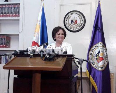 Pangulong Duterte at bagong Supreme Court Chief Justice de Castro, maghaharap sa Malakanyang