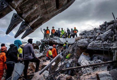 Death toll sa 6.9 magnitude na lindol sa Indonesia, umabot na sa 347