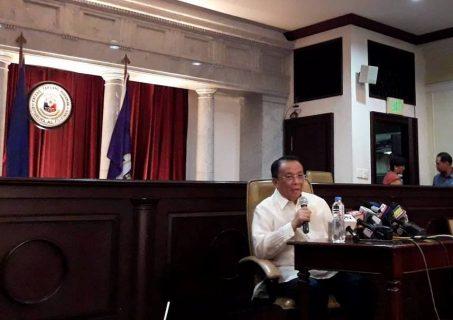 Chief Justice Lucas Bersamin, idinipensa ang kanyang mga naging desisyon na pabor sa Pamahalaang Duterte