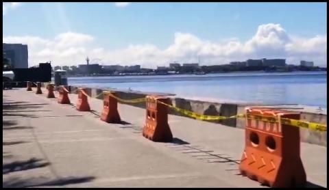 MMDA at DPWH, naglagay na ng mga orange barrier, pag-upo sa Seawall ng Manila Bay, bawal na