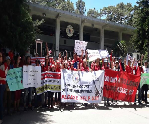 Mga tagasuporta ni dating Senador Bongbong Marcos, nagrally sa Supreme Court sa Baguio City para ipanawagang desisyunan na ang Electoral protest nito
