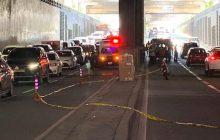 Kahinahinalang kahon na naiwan sa gitna ng Edsa Shaw sa Mandaluyong...nagdulot ng matinding traffic